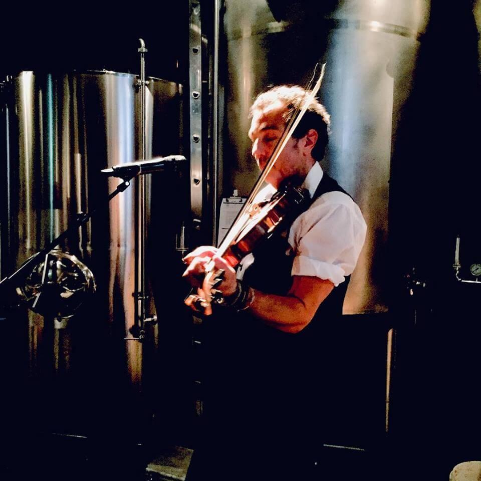 Stradsbrouwerij Radboud Chris Playing
